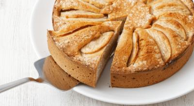 7 receitas de bolo de maçã de liquidificador para um lanche superprático