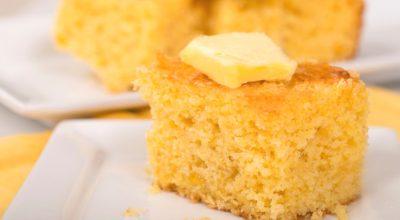13 receitas de bolo de milho simples para um café da tarde delicioso