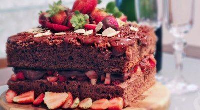 37 receitas de bolo de morango que são sinônimos de felicidade