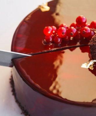 11 receitas de bolo espelhado de fazer os olhos brilharem