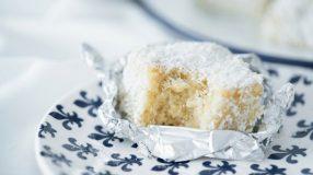 14 receitas de bolo gelado de coco para uma vida mais doce e refrescante