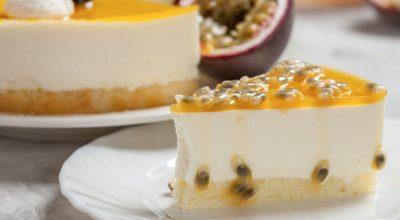 10 receitas de bolo mousse de maracujá cremosas e azedinhas