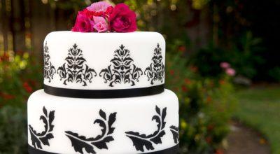 15 receitas de bolo preto e branco para usar a criatividade na confeitaria