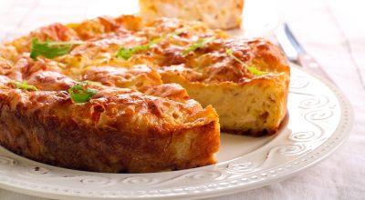 9 receitas de bolo salgado de frango para matar a fome com estilo