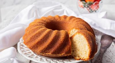 10 receitas de bolo simples fofinho perfeitas para o próximo café