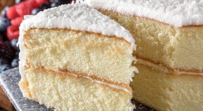 6 receitas de bolo toalha felpuda que vão deixar seus dias mais doces