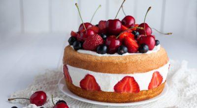 14 receitas de bolo de frutas vermelhas que são simplesmente perfeitas