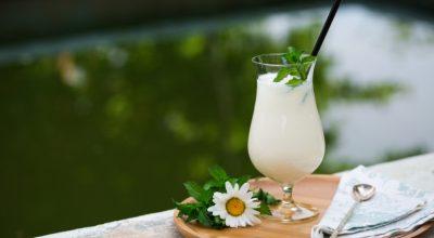10 receitas de caipirinha de Yakult surpreendentes para animar suas festas