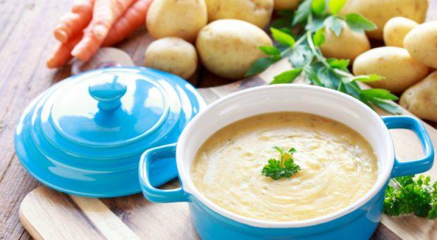 10 receitas de caldo de batata que vão aquecer seu dia de um jeito delicioso