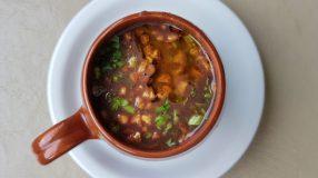 8 receitas de caldo de feijão preto para se aquecer com muito sabor