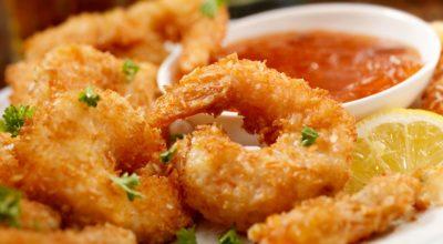 12 receitas de camarão à milanesa para impressionar