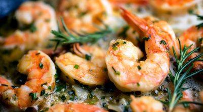 6 receitas de camarão alho e óleo que são simplesmente irresistíveis