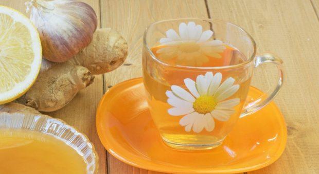 7 receitas de chá de alho para acabar de vez com a gripe