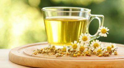 7 receitas de chá de camomila que vão te ajudar a dormir melhor
