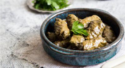 7 receitas de charuto de folha de uva que te deixarão fã da culinária árabe