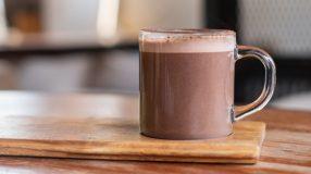 10 receitas de chocolate quente fit que te esquentam no inverno
