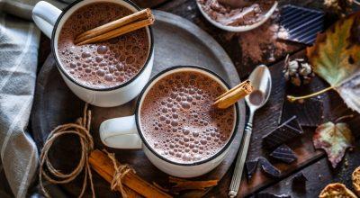 10 receitas de chocolate quente simples que vão aquecer o seu coração