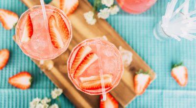9 receitas de coquetel de morango para se refrescar no calor