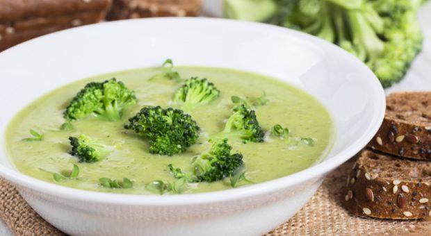 10 receitas de creme de brócolis muito práticas e que vão te aquecer