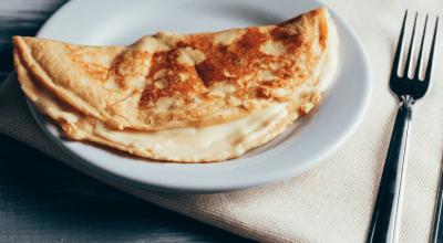 9 receitas de crepioca com queijo para começar o dia com o pé direito