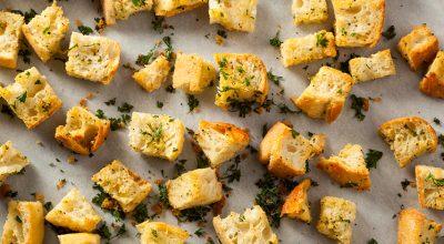 12 receitas de croutons que vão dar um up nas suas sopas e saladas
