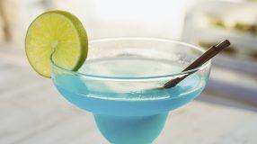 6 receitas de drink lagoa azul que vão agradar a todos os gostos