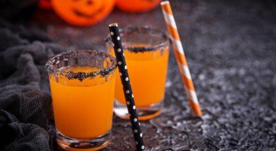 12 receitas de drinks de Halloween para uma celebração temática