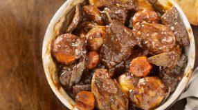 18 receitas de ensopado de carne para se entupir de tanto comer