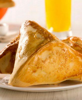 10 receitas de esfiha de frango fofinha para um lanche todo especial