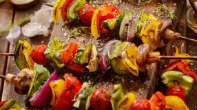 13 receitas de espetinho gourmet para fazer bonito no churrasco