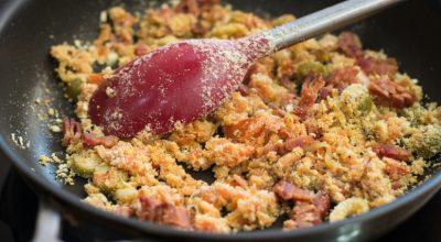 10 receitas de farofa de calabresa para um acompanhamento delicioso