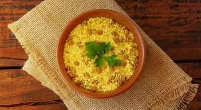 8 receitas de farofa de dendê para quem ama a culinária baiana