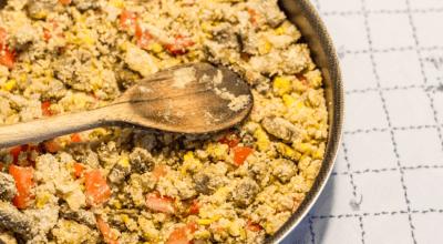 10 receitas de farofa para rechear frango e servir em ocasiões especiais