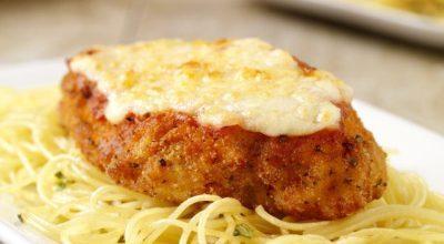 15 receitas de frango à parmegiana suculentas para um almoço em família