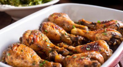 7 receitas de frango ao molho pardo para saborear uma comidinha caipira