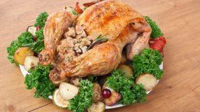 8 receitas de frango desossado recheado ideais para o almoço em família