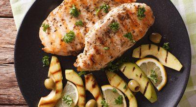 24 receitas de frango grelhado para compor refeições deliciosas