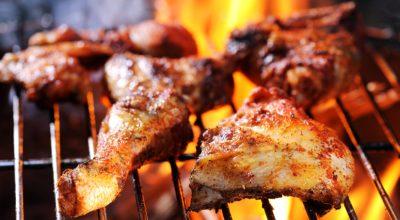11 receitas de frango na brasa para um churrasco de respeito