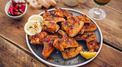 12 receitas de frango na cerveja para um almoço de domingo inacreditável