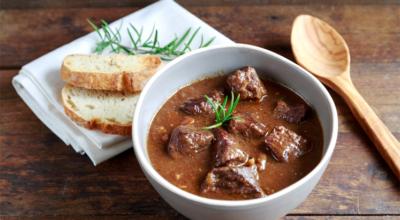 11 receitas de goulash que vão te fazer querer ir correndo para a cozinha
