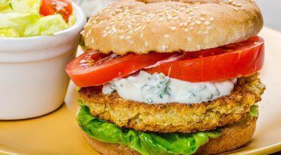 23 receitas de hambúrguer de grão-de-bico com sabor surpreendente