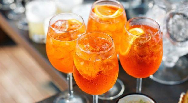 7 receitas de licor de laranja para um drink cítrico e versátil