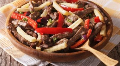 7 receitas de lomo saltado para conhecer o sabor da culinária peruana