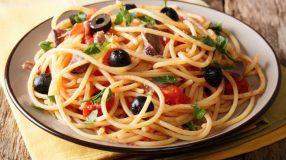 12 receitas de macarrão à putanesca para sentir o sabor da Itália