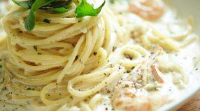 7 receitas de macarrão ao molho branco com camarão cheias de sabor