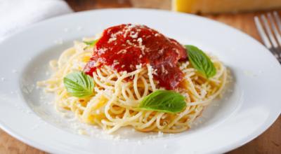 7 receitas de macarrão ao sugo para se sentir em uma cantina italiana