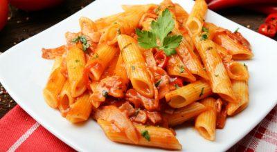 12 receitas de macarrão com calabresa que são simples e deliciosas