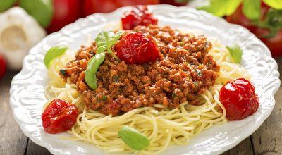 9 receitas de macarrão com carne moída para um almoço rápido