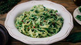 10 receitas de macarrão com espinafre para um prato supernutritivo