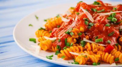 11 receitas de macarrão com molho de tomate para ficar expert nesse clássico